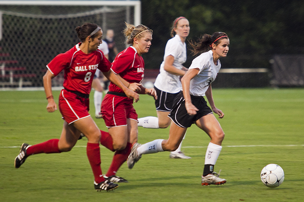 Sophomore+midfielder+Courtney+Rymer+dribbles+upfield+last+Friday+in+the+Lady+Toppers%27+1-0+loss+to+Ball+State.+Rymer%2C+along+with+six+others+who+started+against+the+Cardinals%2C+was+replaced+for+WKU%27s+game+against+Eastern+Kentucky+the+following+Sunday+in+lineup+changes+made+by+Head+Coach+Jason+Neidell.