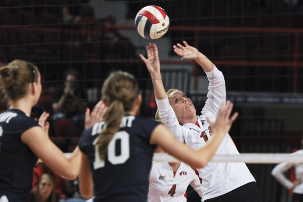 Freshman+setter+Melanie+Stutsman+sets+the+ball+at+the+net+during+WKU%27s+game+against+Belmont+this+past+season.++Stutsman+was+named+a+%22Rising+Star%22+of+the+freshman+class+by+Collegiate+Volleyball+Update+on+Friday.