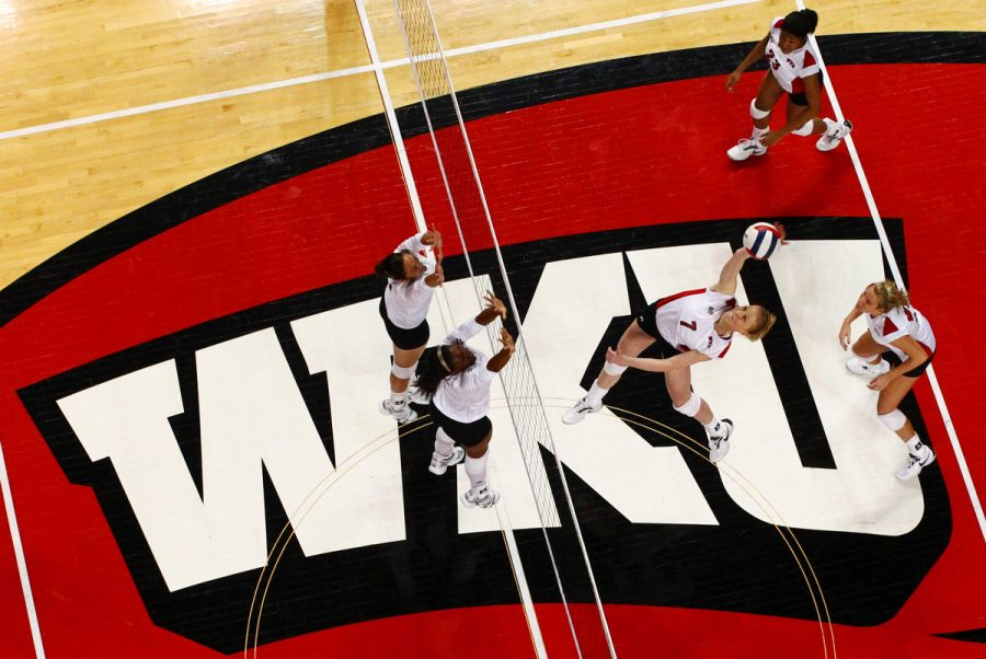 Junior+middle+hitter+Tiffany+Elmore+attacks+during+the+third+game+of+the+Lady+Toppers%27+3-0+win+against+Louisiana-Monroe+in+Diddle+Arena+Saturday%2C+Oct.+23%2C+2010.+