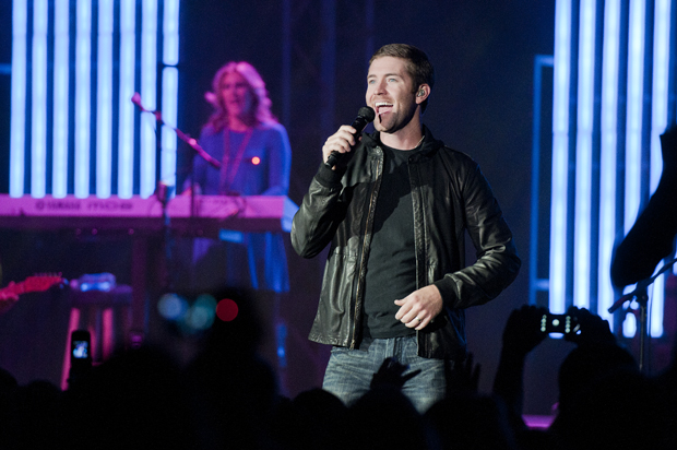 Josh+Turner+performs+as+part+of+the+Campus+Activities+Board+Thursday+at+the+2010+Homecoming+Concert.+