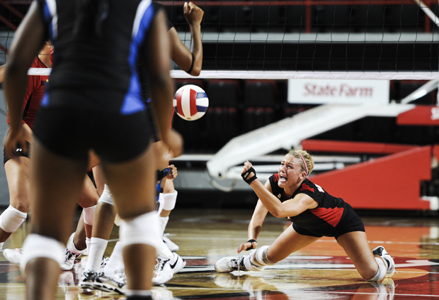 Sophomore+defensive+specialist+Sarah+Rogers+digs+for+the+ball+to+keep+it+in+play+during+WKU%27s+game+against+MTSU+on+Friday.+WKU+lost+the+match+3-0.