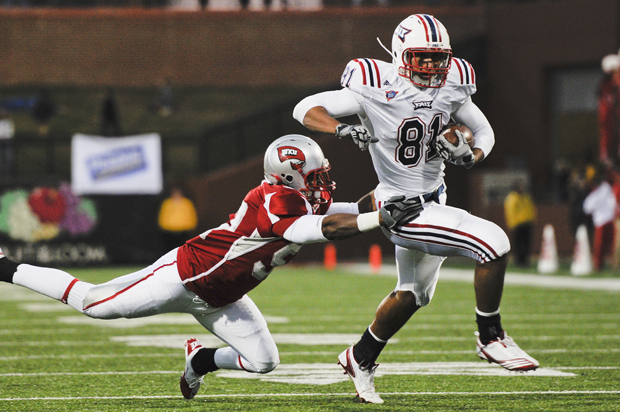 Junior+linebacker+Tenerio+Davis+attempts+to+tackle+Florida+Atlantic+tight+end+Rob+Housler+during+the+third+quarter+of+Saturday%27s+game.+WKU+lost+17-16.