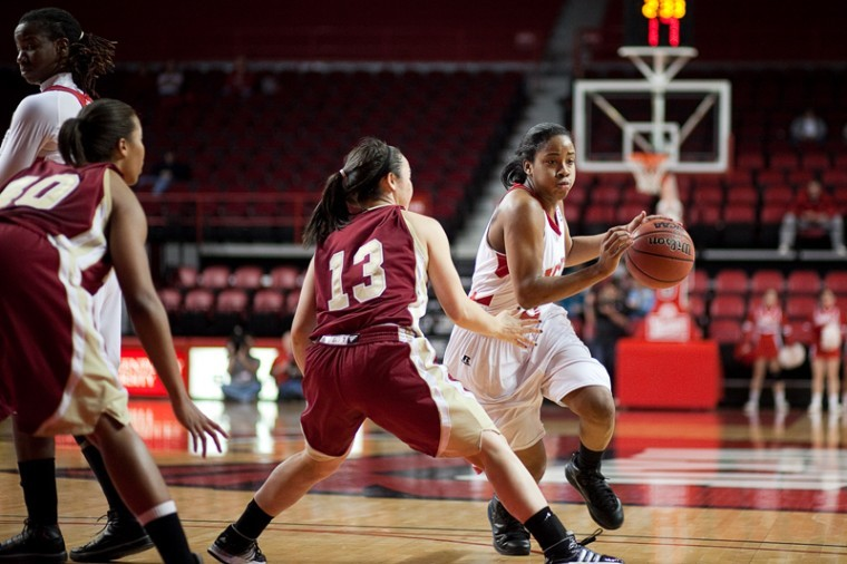 Senior+guard+Amy+McNear+drives+toward+the+basket+during+Wednesday+night%27s+game+against+Denver+in+Diddle+Arena.+The+Lady+Toppers+lost%2C+51-50.++
