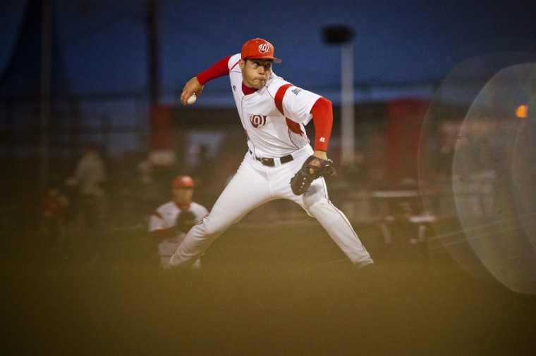 Junior+relief+pitcher+Ross+Hammonds+makes+his+wind-up+in+WKU%27s+game+against+Louisville+Tuesday+at+the+Hot+Rods%27+Bowling+Green+Ballpark.+WKU+beat+UofL+15-5.+%0D%0A