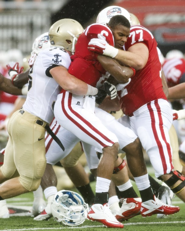 Quarterback+Kawaun+Jakes+loses+his+helmet+after+meeting+a+wall%0Aof+Navy+defenders+in+the+first+quarter+of+WKU%27s+40-14+loss+at+Smith%0Astadium.%0A