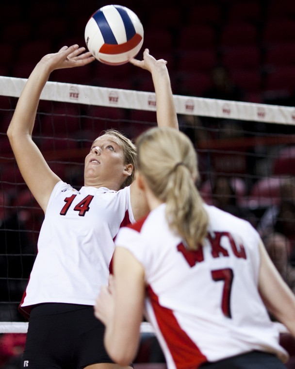 Sophomore+setter+Melanie+Stutsman+sets+the+ball+against+Arkansas%0AState+in+Diddle+Arena+on+Saturday.+WKU%2C+now+ranked+No.+29%0Anationally%2C+swept+the+Red+Wolves+for+their+12th+straight+win.%0A