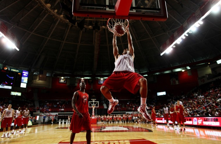 Junior+guard+Jay+Starks+dunks+during+warmups+for+Hilltopper%0AHysteria+on+Friday+night+in+Diddle+Arena.%C2%A0%0A