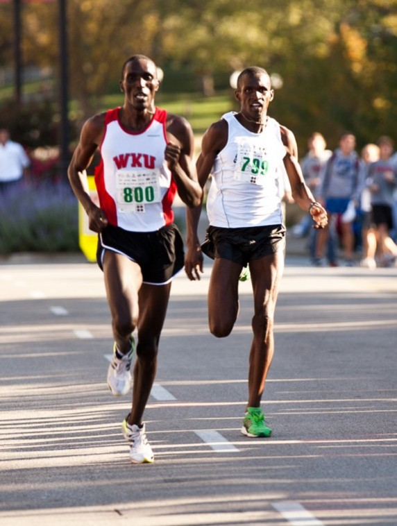 Former+WKU+cross+country+runner+Patrick+Cheptoek+participates+in%0Athe+Medical+Center+10K+on+Saturday+morning.+Cheptoek+lost+the+race%0Aby+a+tenth+of+a+second+in+a+photo+finish.%0A