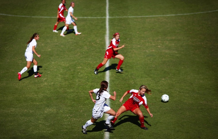 The+Lady+Topper+offense+pushes+upfield+during+their+game+against%0AArkansas+State+on+Sunday+afternoon+in+Bowling+Green.+WKU+won+3-2+in%0Aovertime+on+a+goal+from+senior+forward+Mallory+Outerbridge.%0A