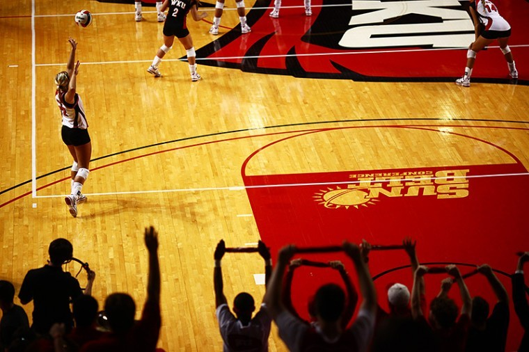 Junior+outside+hitter+Jordyn+Skinner+serves+during+the+third%0Agame+of+the+Lady+Toppers%27+match+against+Florida+International+on%0AFriday+evening+in+E.A.+Diddle+Arena.+WKU+won+3-0.%0A
