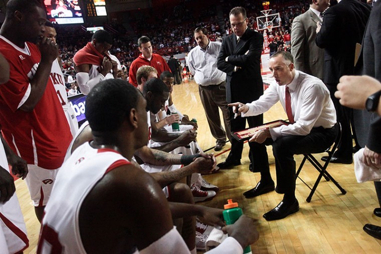 Head+Coach+Ken+McDonald+talks+to+the+WKU+men%27s+basketball+team%0Aduring+a+timeout+last+season+at+Diddle+Arena.+The+Toppers%2C+who+went%0A16-16+in+2010-2011+and+haven%27t+qualified+for+postseason+play+since%0A2008-2009%2C+have+called+this+season+a+%22reset%22+for+the+program.%C2%A0%0A