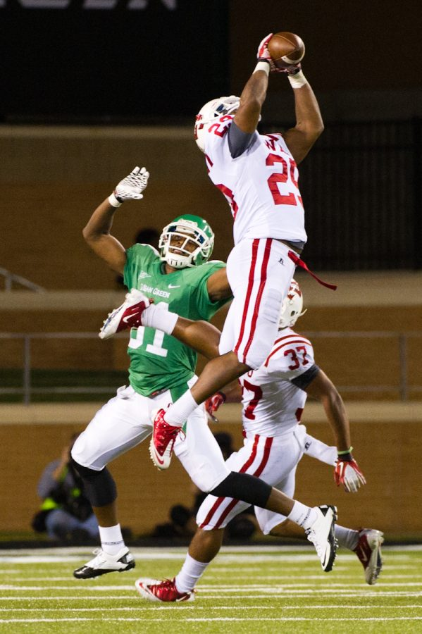 Sophomore+Kiante+Young+intercepts+a+North+Texas+pass+in+the%0Afourth+quarter+at+Apogee+Stadium+in+Denton%2C+Texas.+WKU+won+31-21+to%0Abecome+bowl+eligible.%0A