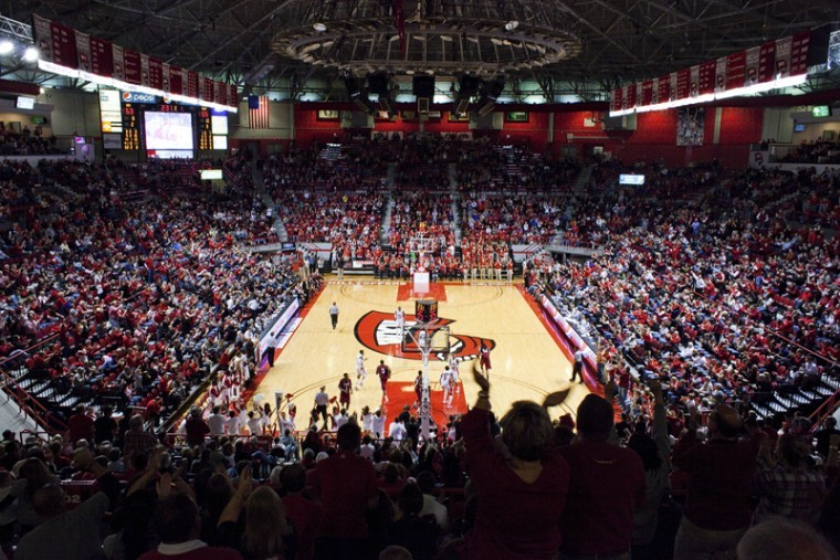 With+two-and-a-half+minutes+left%2C+the+crowd+at+Diddle+Arena%0Acheers+after+WKU+scores+Saturday.+Attendance+at+the+game+was+a%0Aseason-high+of+5%2C172.+WKU+lost+the+game+to+Troy+67-65+in+Ray%0AHarper%27s+first+game+as+interim+head+coach.%0A