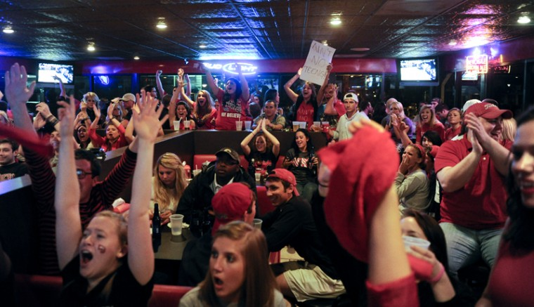 WKU+fans+yell+at+the+TV+at+Hilligan%27s+during+the+first+half+of+WKU%27s+NCAA+Tournament+game+against+Kentucky+on+Thursday+night.%0A