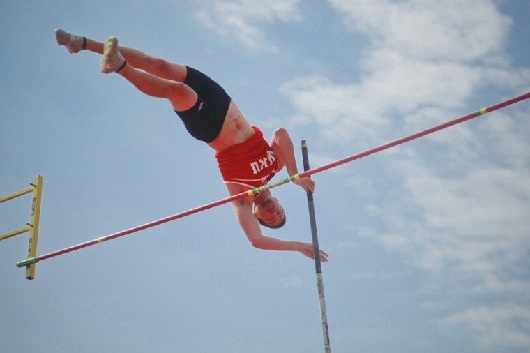 Henderson+junior+Evan+Pitt+pole+vaults+during+the+Hilltopper+Relays+Saturday+at+the+Ruter+Track+and+Field+Complex.%0A