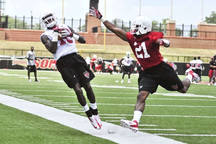 Sophomore+wide+receiver+Willie+McNeal%2C+left%2C+catches+the+pass+going+out+of+bounds+against+junior+defensive+back+Arius+Wright+during+WKU%E2%80%99s+first+practice.%C2%A0+WKU+has+been+preparing+since+the+first+day+of+practice+for+Austin+Peay+on+Saturday%2C+Sept.+1.%C2%A0%0A