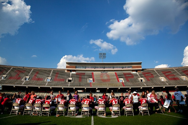 WKU+football+players+sign+autographs+on+Aug.+25+during+Family+Fun+Day+at+Smith+Stadium.%C2%A0%0A