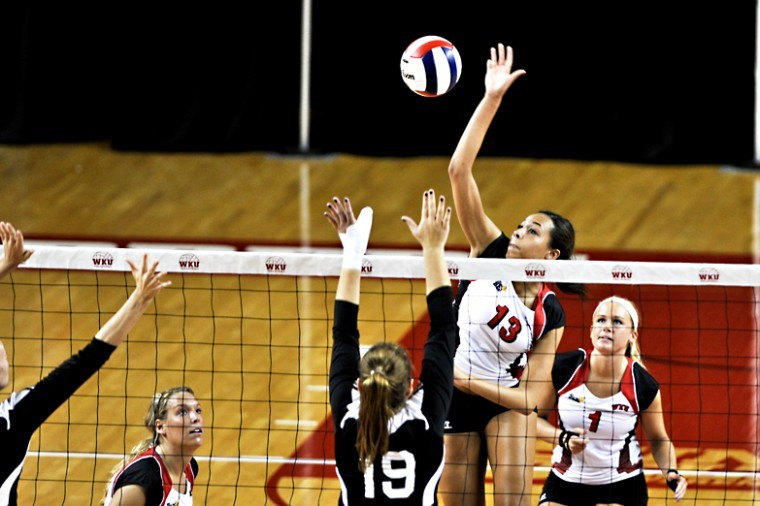 %C2%A0WKU+volleyball+won+3-0+against+Troy+at+Diddle+Arena+on+Friday+Sep.+21%2C+2012.%0A
