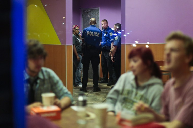 WKU+Police+Department+officers+talked+to+students+in+the+Tower+Food+Court+after+police+responded+to+a+reported+fight+in+the+Pearce+Ford+Tower+area+of+campus+Sunday+night.%0A