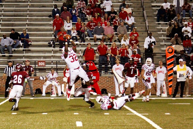 WKU+full+back+Kadeem+Jones%C2%A0%2832%29+makes+a+catch+on+the+Troy+Trojans+defense+during+a+play+at+Troy+University+on+Thursday%2C+Oct.+11.%0A