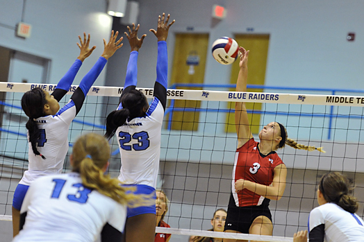 Sophomore+middle+hitter+Heather+Boyan+gets+a+kill+against+Middle+Tennessee.+Boyan+had+13+kills+in+the+match.+%2320+WKU+won+3-0+games+against+Middle+Tennessee+at+the+Alumni+Memorial+Gym+in+Murfreesboro%2C+Tenn.+on+Oct.+01%2C+2012.%0A