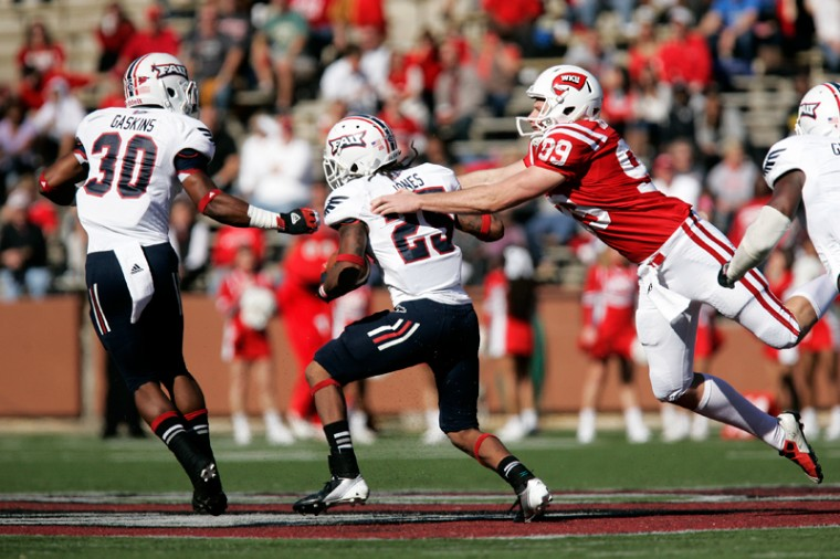 WKU+punter+Hendrix+Brakefield+attempts+to+tackle+FAU%27s+Travis+Jones+during+the+first+half+of+the+game+Saturday+afternoon.%0A