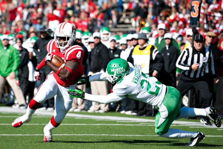 Sophomore+wide+receiver+Rico+Brown+%28left%29+outruns+North+Texas+freshman+cornerback+Zac+Whitfield+during+the+game+Saturday%2C+Nov.+24%2C+2012+at+Houchens-Smith+Stadium.%0A