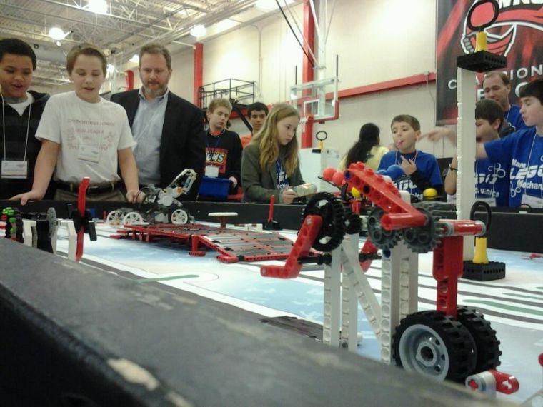 Children test out robots at WKU