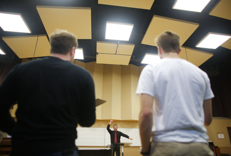 Prof.+Jonathan+Palant+leads+students+in+singing+exercises+during+choir+practice+in+the+Music+Hall+on+Wednesday+Jan.+30%2C+2012.%0A