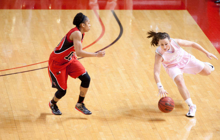 Guard+Chaney+Means+%28%232%29+attempts+to+run+past+Arkansas+Sate+guard+Quinisha+McDowell+%28%2313%29+during+their+game+Saturday.%0A
