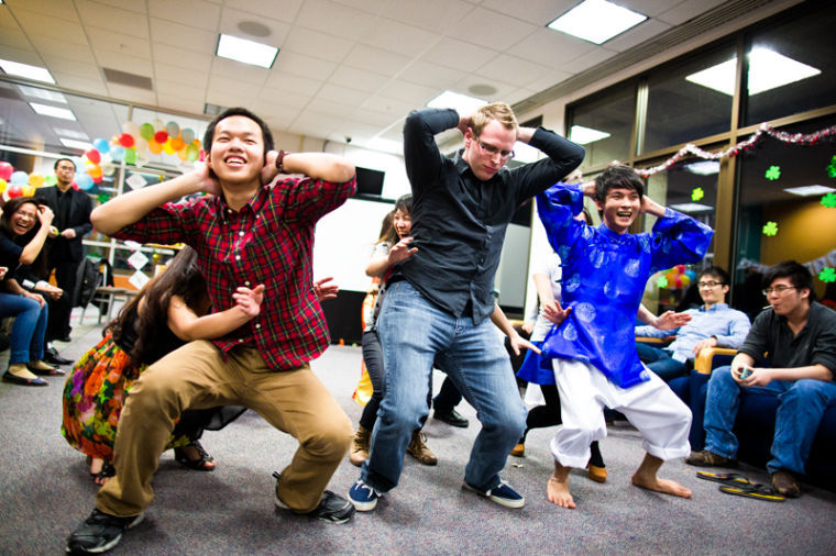 Members+of+WKU%27s+VSA+%28Vietnamese+Student+Association%29+perform+a+dance+routine+as+part+of+a+game+during+the+Vietnamese+Gala+on+the+27th+floor+of+PFT+Saturday.%0A