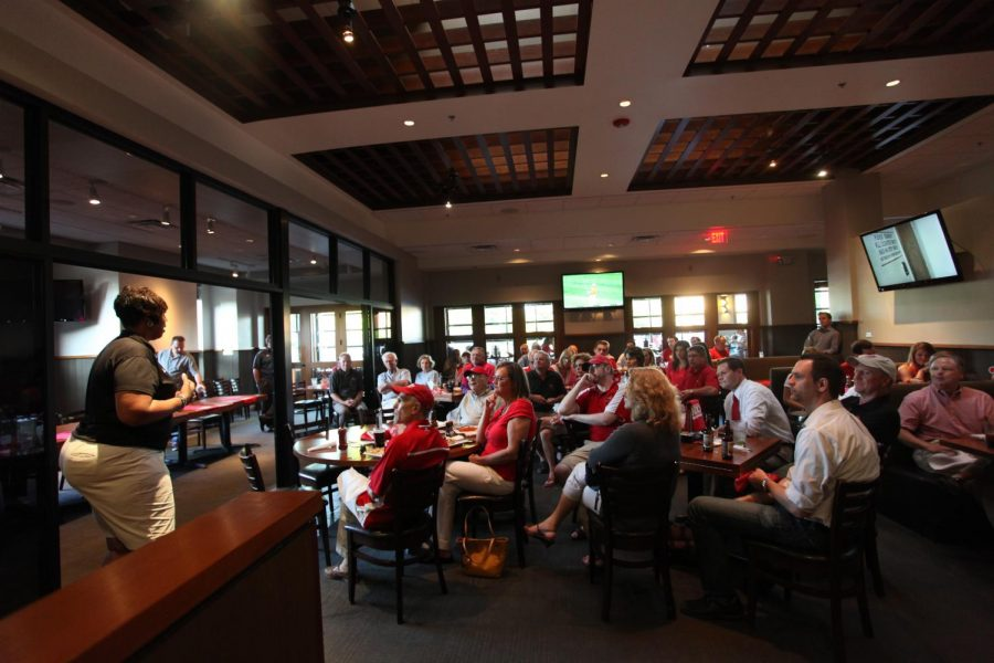 WKU+women%27s+basketball+coach+Michell+Clark-Heard+talks+to+the+crowd+during+%27Toppers+on+Tour%27+at+Jonathan%27s+Grill+in+Nashville%2C+Tenn.%0A