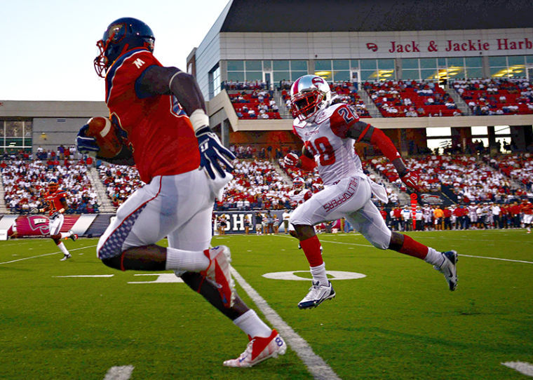 WKU%27s+Rico+Brown+chases+after+Morgan+State%27s+Nate+Ingram+during+their+game+at+Western+Kentucky+University+on+Saturday%2C+September+21%2C+2013.%C2%A0