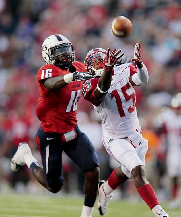 WKU+wide+receiver+Nicholas+Norris+drops+a+pass+in+the+first+half+of+WKUs+31-24+loss+against+South+Alabama+on+Saturday+Sept.+14%2C+2015+at+Ladd-Peebles+Stadium+in+Mobile%2C+Ala.%C2%A0