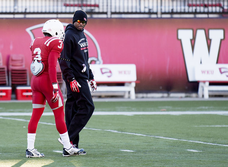 Wide+receivers+coach+Lamar+Thomas+speaks+with+wide+receiver+Lonnie+Turner+%283%29+during+WKU%27s+football+practice+Tuesday%2C+Nov.+12%2C+2013%2C+at+Houchens+Industries+-+L.T.+Smith+Stadium+in+Bowling+Green%2C+Ky.