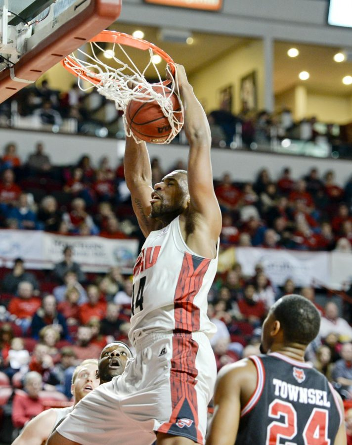 Junior+forward+George+Fant+dunks+the+basketball+during+the+first+half+of+the+Toppers+game+against+Arkansas+State+Saturday+at+Diddle+Arena.