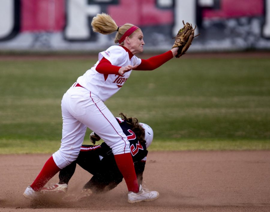 WKU%E2%80%99s+senior+shortstop+Amanda+Thomas+%285%29+tries+to+tag+out+Louisville%E2%80%99s+outfielder+Kelsi+Jones+%2823%29+during+the+first+game+of+WKU%27s+double-header+against+the+University+of+Louisville+Wednesday%2C+March+19%2C+2014%2C+at+the+WKU+Softball+Complex+in+Bowling+Green%2C+Ky.+%28Mike+Clark%2FHERALD%29