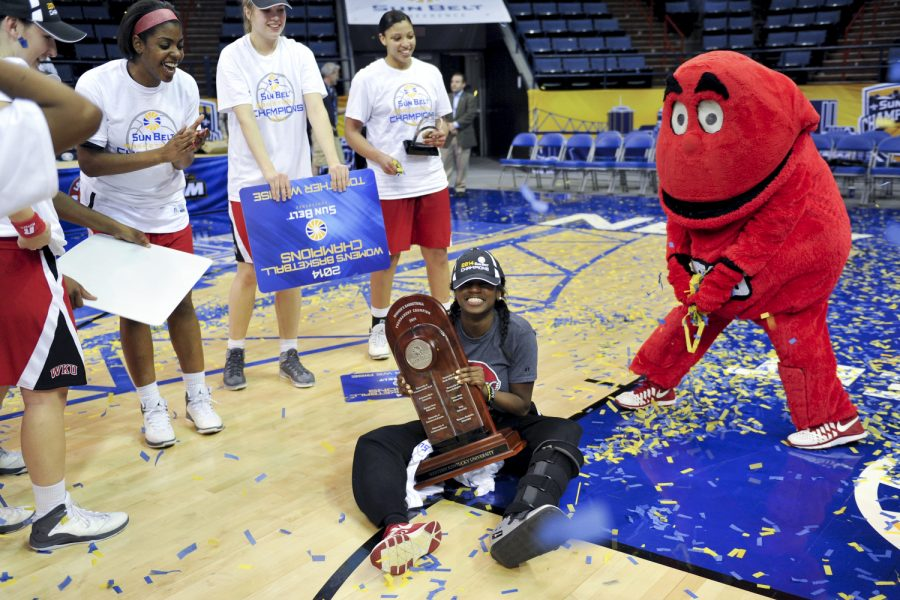 The+Lady+Toppers+shower+junior+guard+Alexis+Govan+with+confetti+after+their+61-60+victory+over+Arkansas+State+in+the+2014+Women%27s+Sun+Belt+Tournament+Championship+at+Lakefront+Arena+in+New+Orleans%2C+La.+on+Saturday+Mar.+15%2C+2014.+%28Jeff+Brown%2FHERALD%29