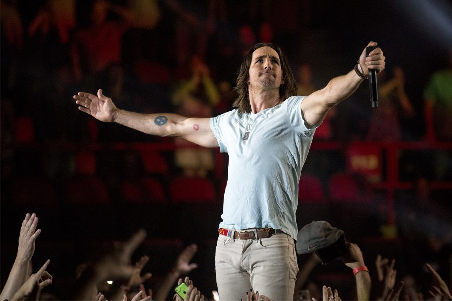 Jake Owens during his concert Thursday, April 24, 2014, at Diddle Arena in Bowling Green, Ky. (Mike Clark/HERALD)