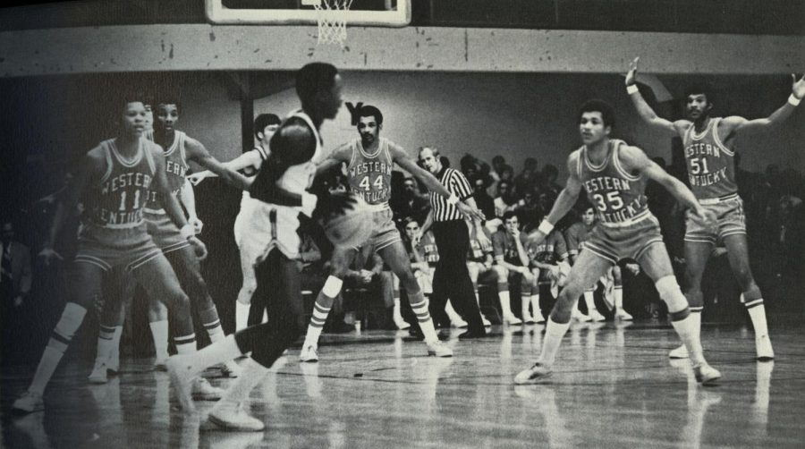 From left to right: Jim Rose, Clarence Glover, Jim McDaniels, Rex Bailey and Jerry Dunn playing defense.