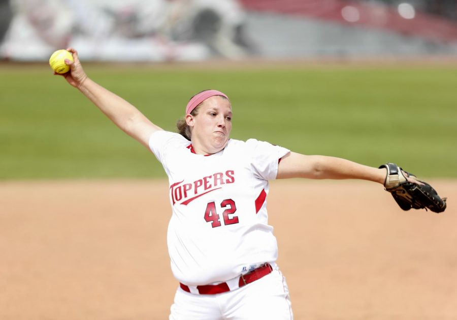 Senior+pitcher+Emily+Rousseau+delivers+a+pitch+during+her+teams+3-2+loss+against+South+Alabama+Saturday.+%28Ian+Maule%2FHERALD%29
