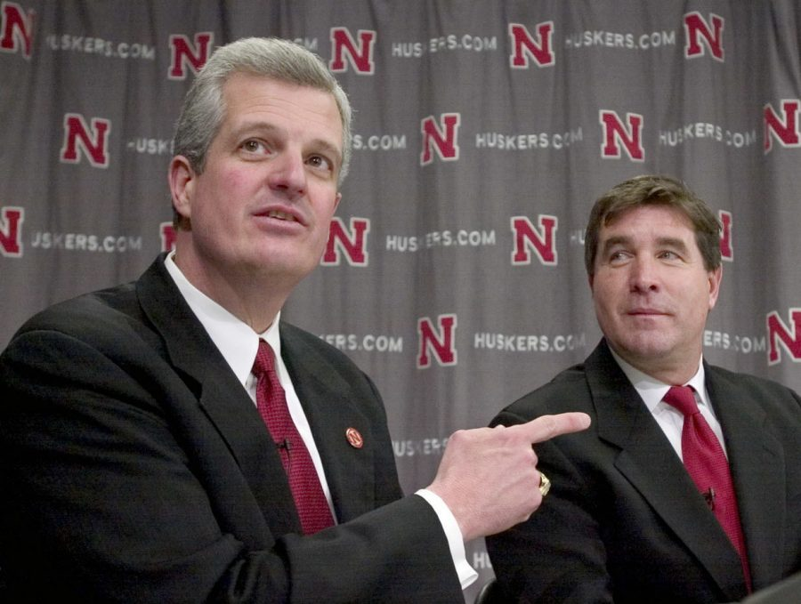 Nebraska+athletic+director+Steve+Pederson%2C+left%2C+introduces+Bill+Callahan%2C+right%2C+as+Nebraska%27s+new+head+football+coach+during+a+news+conference%2C+Friday%2C+Jan.+9%2C+2003%2C+in+Lincoln%2C+Neb.+Callahan+succeeds+Frank+Solich%2C+who+was+fired+after+ending+the+regular+season+9-3.+%28AP+Photo%2FNati+Harnik%29+1%2F11%2F2004+pg+2D+Nebraska+athletic+director+Steve+Pederson+defers+to+new+football+coach+Bill+Callahan+during+Friday%27s+news+conference+announcing+Callahan%27s+hiring.