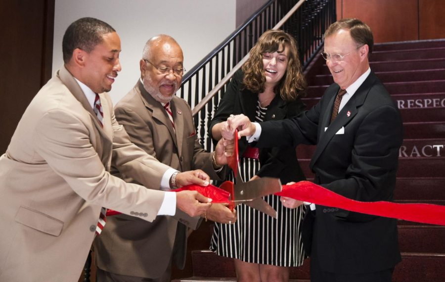DSU+Manager+David+Emerson+%28left%29%2C+Vice+President+of+Student+Affairs+Howard+Bailey%2C+Student+Government+Association+President+Nicki+Seay+and+President+Gary+Ransdell+cut+the+ceremonial+ribbon+during+the+Downing+Student+Union+opening+on+Tuesday%2C+Aug.+26+in+Bowling+Green.%C2%A0Mike+Clark%2FHERALD