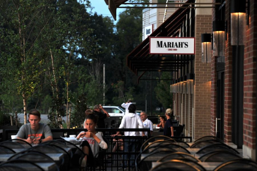 Customers eat dinner outside of Mariah's on Tuesday, Aug. 26 at Hitcents Park Plaza. Jeff Brown/HERALD
