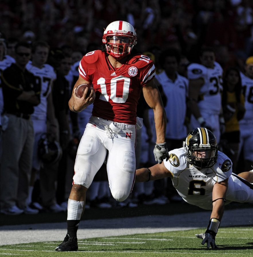 Nebraska+running+back+Roy+Helu+Jr.+%2810%29+beats+the+last+man%2C+Missouri+linebacker+Andrew+Gachkar%2C+to+score+on+a+66-yard+run+in+the+first+quarter.+Helu+added+TD+runs+of+73+and+53+yards+en+route+to+setting+the+school+single-game+game+rushing+record+with+307+yards.