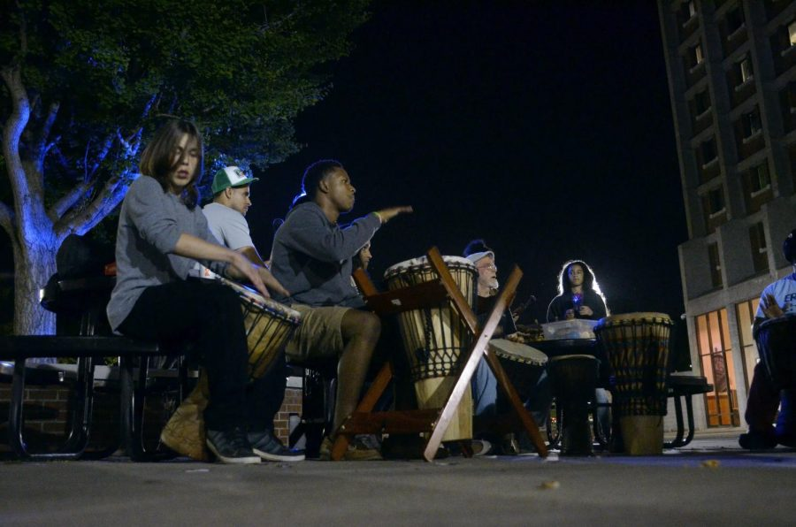 WKU+students+and+members+of+the+community+meet+together+outside+of+Pearce-Ford+Tower+to+participate+in+a+therapeutic+drumming+session.+It+was+brought+to+the+WKU+campus+by+members+of+the+counseling+department%2C+including+assistant+professor+Lacretia+Dye%2C+with+help+from+LifeSkills+therapist+Wanda+Eubank%2C+who+has+experience+in+this+form+of+therapy.+Andrew+Livesay%2FSPECIAL+TO+THE+HERALD