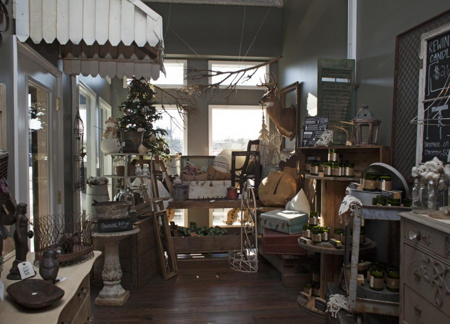 Rubye+%26amp%3B+Ola%2C+a+vintage+home+decor+and+gifts+boutique+located+on+East+Main+Street%2C+hosts+a+variety+of+gently-used+furniture+and+other+knick-knacks+that+have+been+restored+or+decorated+by+the+owners.+Alyssa+Pointer%2FHERALD
