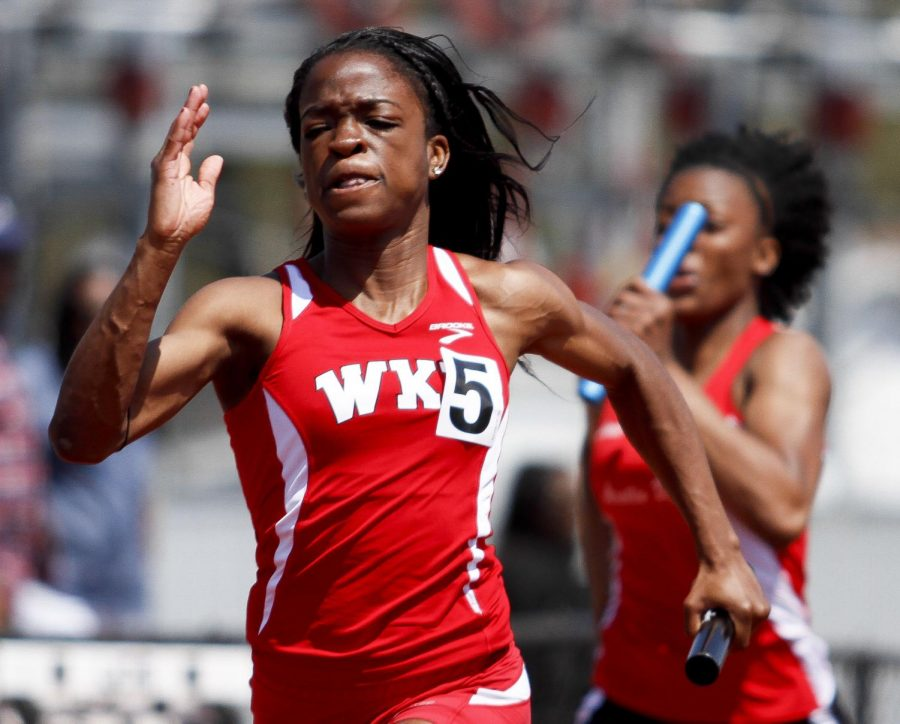 WKU+freshman+sprinter+Sandra+Akachukwu+of+Tampa+Bay%2C+Fl.+runs+the+final+leg+in+the+women%27s+4X100+meter+Saturday+at+the+Hilltopper+Relays.+WKU+finished+first+in+the+event+with+a+recorded+time+of+45.77+seconds.+%28Luke+Franke%2FHERALD%29
