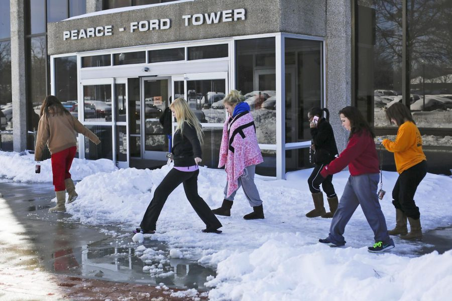 Residents+of+Pearce-Ford+Tower+walk+into+the+building+to+gather+their+belongings+after+being+displaced+by+a+power+outage%2C+Tuesday%2C+February+17%2C+2015.+The+residents+of+PFT%2C+Meredith+and+Zacharias+hall+are+without+electricity+and+heat+until+further+notice.+Ashley+Cooper%2F+HERALD