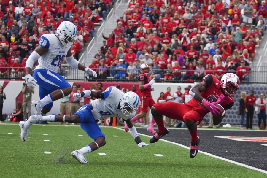 WKU%27s+wide+receiver+Taywan+Taylor+%282%29+dives+into+the+end+zone+to+score+a+touchdown+during+the+WKU+Hilltoppers+58-28+win+against+the+Middle+Tennessee+State+University+Blue+Raiders+football+game+on+Saturday+at+L.T.+Smith+Stadium.